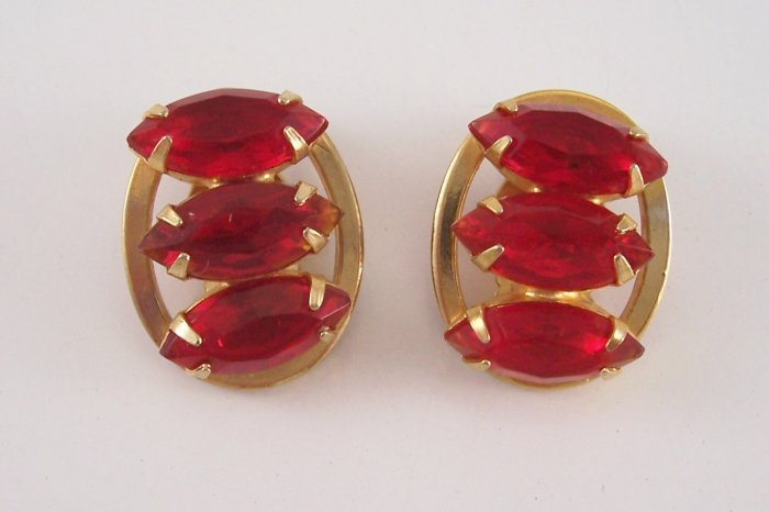 Vintage Red Rhinestone Earrings on Gold Tone Oval Link Back