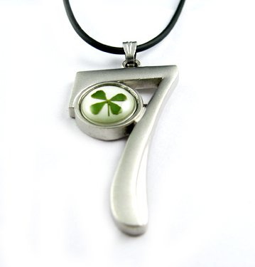 Real Four 4 Leaf Clover Necklace Pendant Number 7
