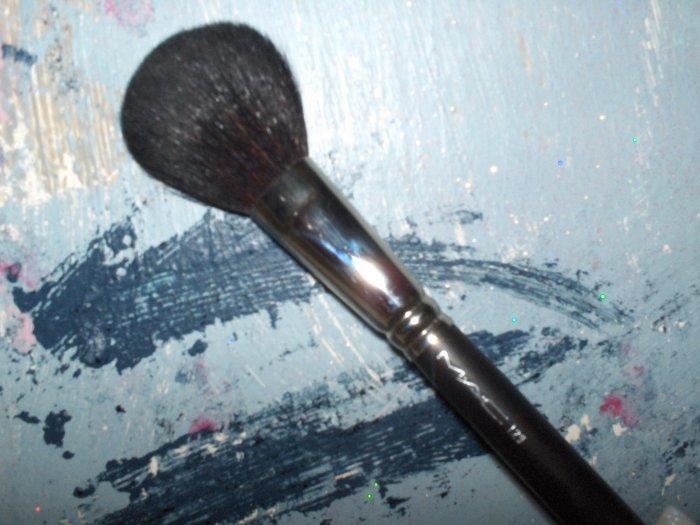 MAC # 129 Powder Brush