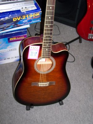 accoustic full size 6 string PROFFESIONAL