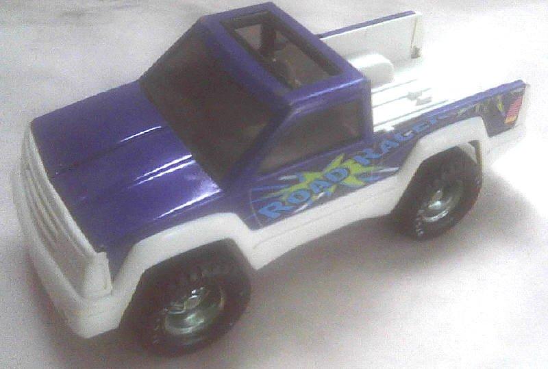 Nylint Toy Pressed Steel Metal Vintage 1:24 Pickup Truck w/ Tow