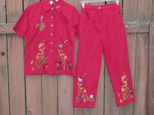 STUDIO WEST Red Embroidered Capri Set - Medium