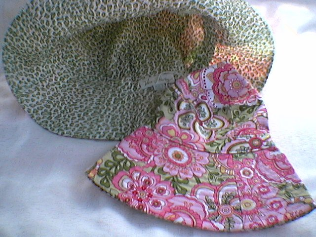 Vera Bradley Sun Hat Petal Pink Crusher - Reversible Bucket Hat   Retired - NWOT