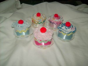 Burp Cloth Cupcakes - Baby Girl