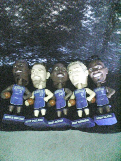 BOBBLE-HEAD BASKET BALL PLAYERS (5)