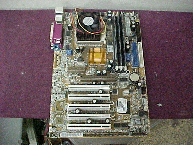 Gigabyte GA-71XE4 motherboard w/ 800MHz Athlon, 256mb RAM