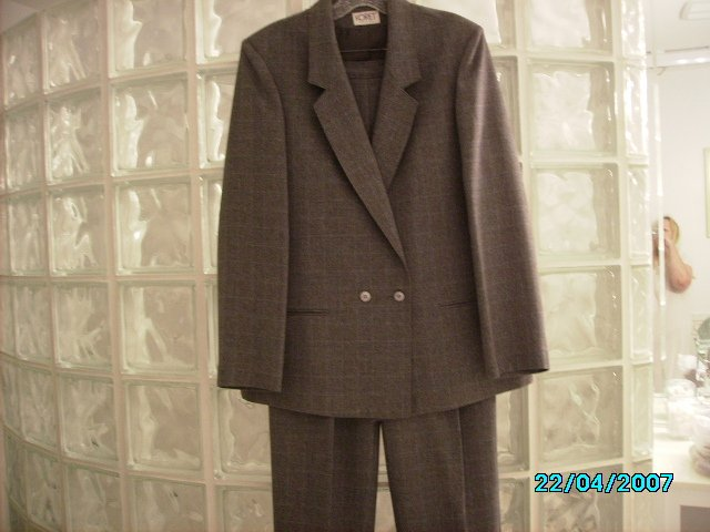 Ladies pants suit