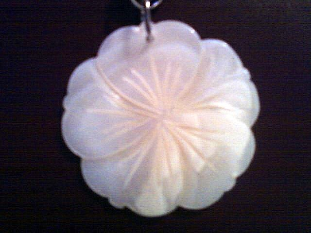 Ivory Mother of Pearl Flower Necklace.