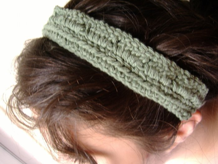 cotton block headband in avocado green.