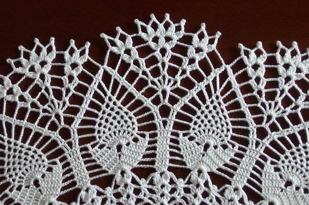 "20"" Pineapples in Bloom doily ** Custom orders only (not currently in stock)"
