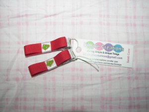 B84- Christmas Red  Simple Clip Set