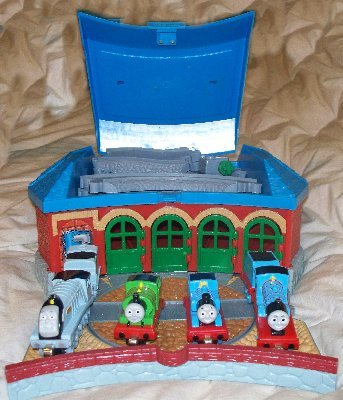 THOMAS THE TANK Train Take Along Set With 4 Trains