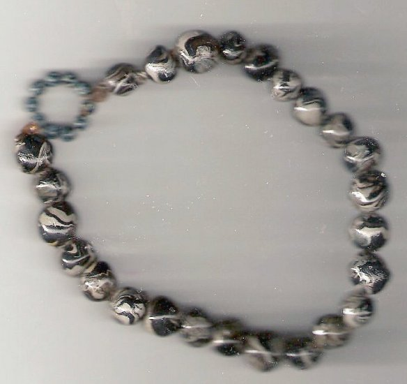 Black and gray polymer beaded bracelet