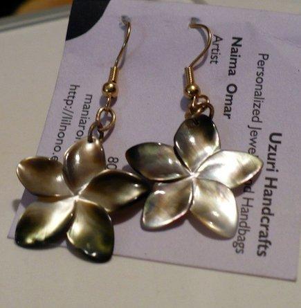 flower shaped mother of pearl earrings