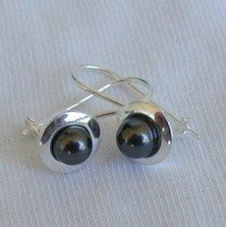 P-black earrings