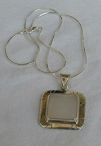 Light  pink  pendant-