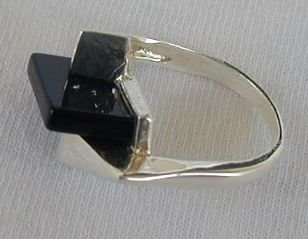 Stylish onyx ring