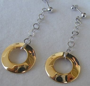 Dangling golden rings earrings