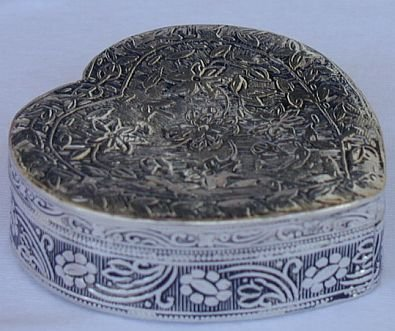 Armenian mini heart box