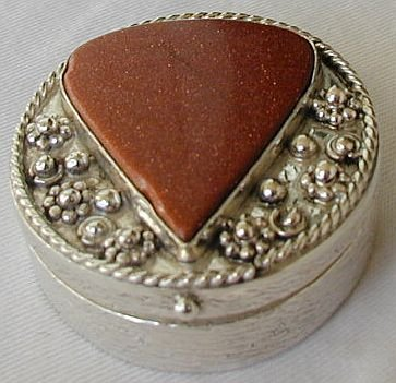 Brown gold heart box