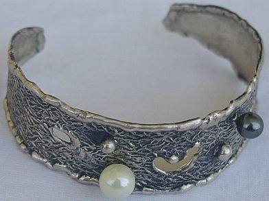 White&black pearls bangle-D