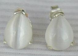 Mini white pearls