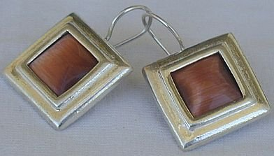 Brown cat eye square earrings