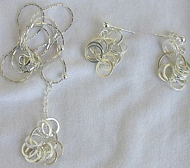 Silver rounds necklace with earrings