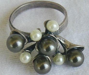 Brown  and white grapes ring