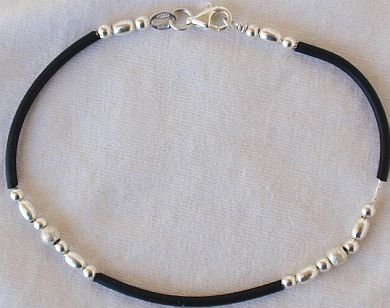 Trendy cauciu and silver bracelet