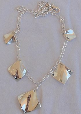 Shiny elegant silver necklace