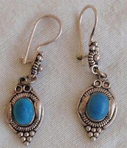 Dangaling aqua blue earrings