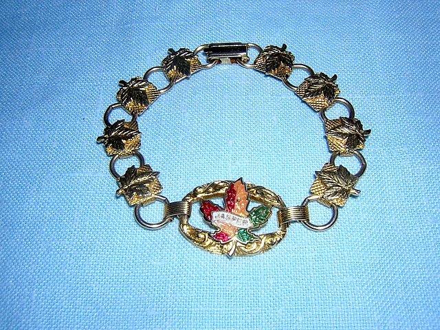 Souvenir bracelet Jasper Alberta Canadian maple leaves gold tone 1022vf