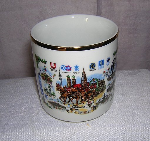 Munich München Oktoberfest souvenir mug porcelain gold rim unused 1171vf