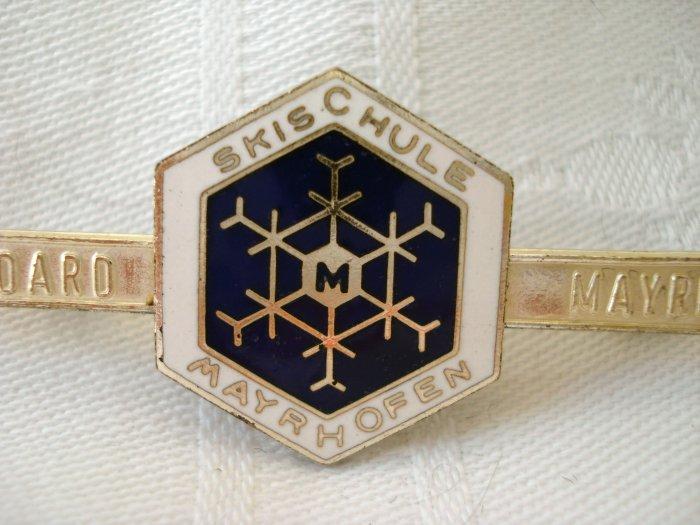 Mayrhofen Skischule ski and snowflake souvenir pin Austria vintage 1174vf