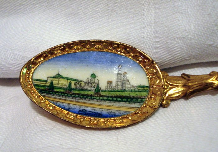 Mockba Moscow souvenir spoon painted bowl and crown gold tone1267vf