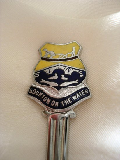 Bourton-on-the-water souvenir spoon Cotswolds England vintage1307vf