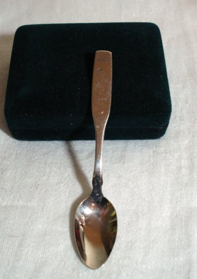 1984 Commemorative spoon Ottawa Canada Christmas caroler silverplate vintage1346vf