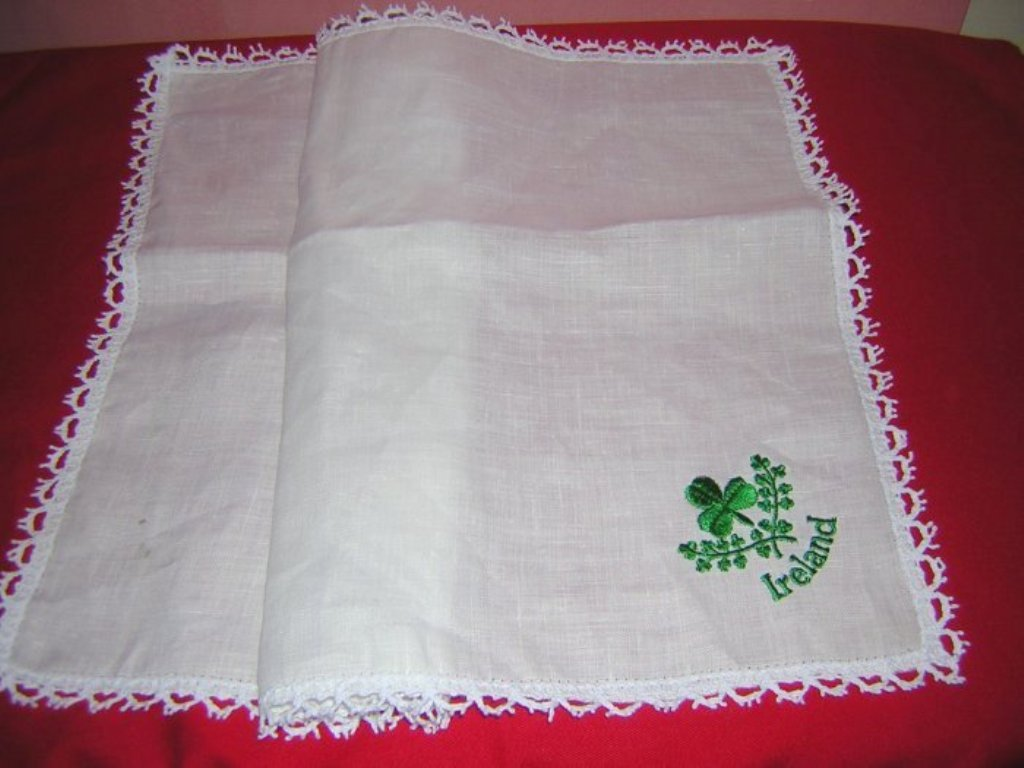 Irish linen table tray mat embroidered shamrock lace 1301vf