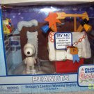 A Charlie Brown Christmas-Peanuts: Snoopy's Contest Winning Display Playset (Red Dog House) NEW