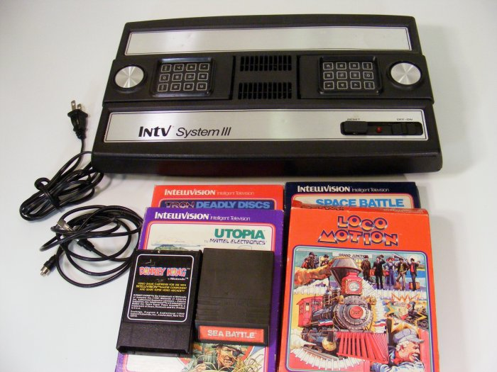 Mattel Intellivision III 3 Video Game System Console with 6 Games RARE LOCOMOTION INTV