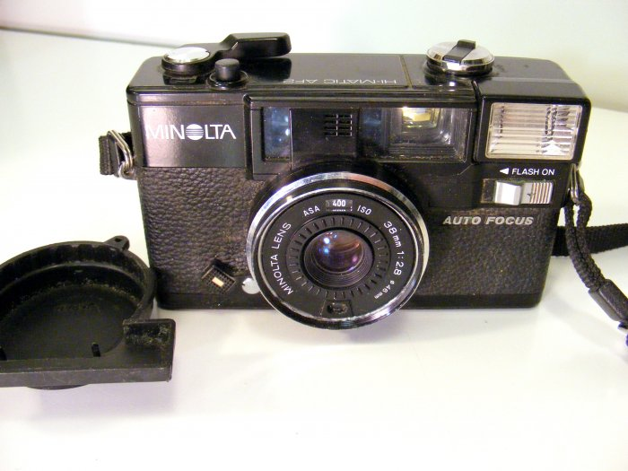 Vintage MINOLTA HI-MATIC AF2 35MM AUTOMATIC FILM CAMERA with Strap