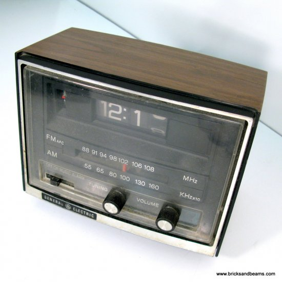 Vintage GE Flip Clock Radio 7-4415B General Electric Date Code 1631