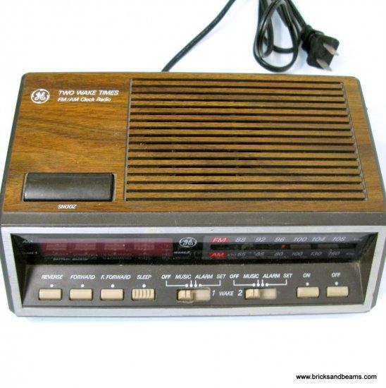 Vintage GE Clock Radio Model 7-4616B General Electric