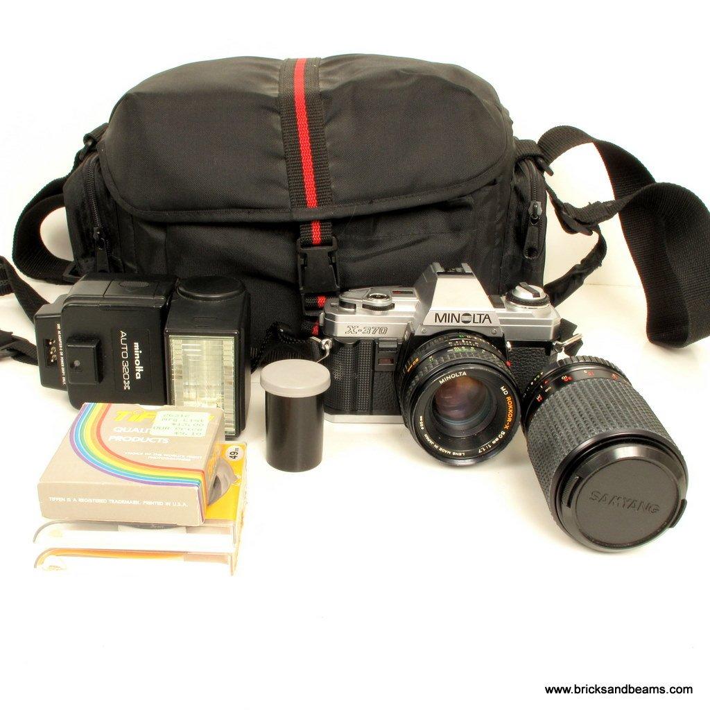 Minolta X-370 35mm SLR Film Camera w 50mm 1:1.7 210mm Zoom Lens 2 Lens Flash Kit Case