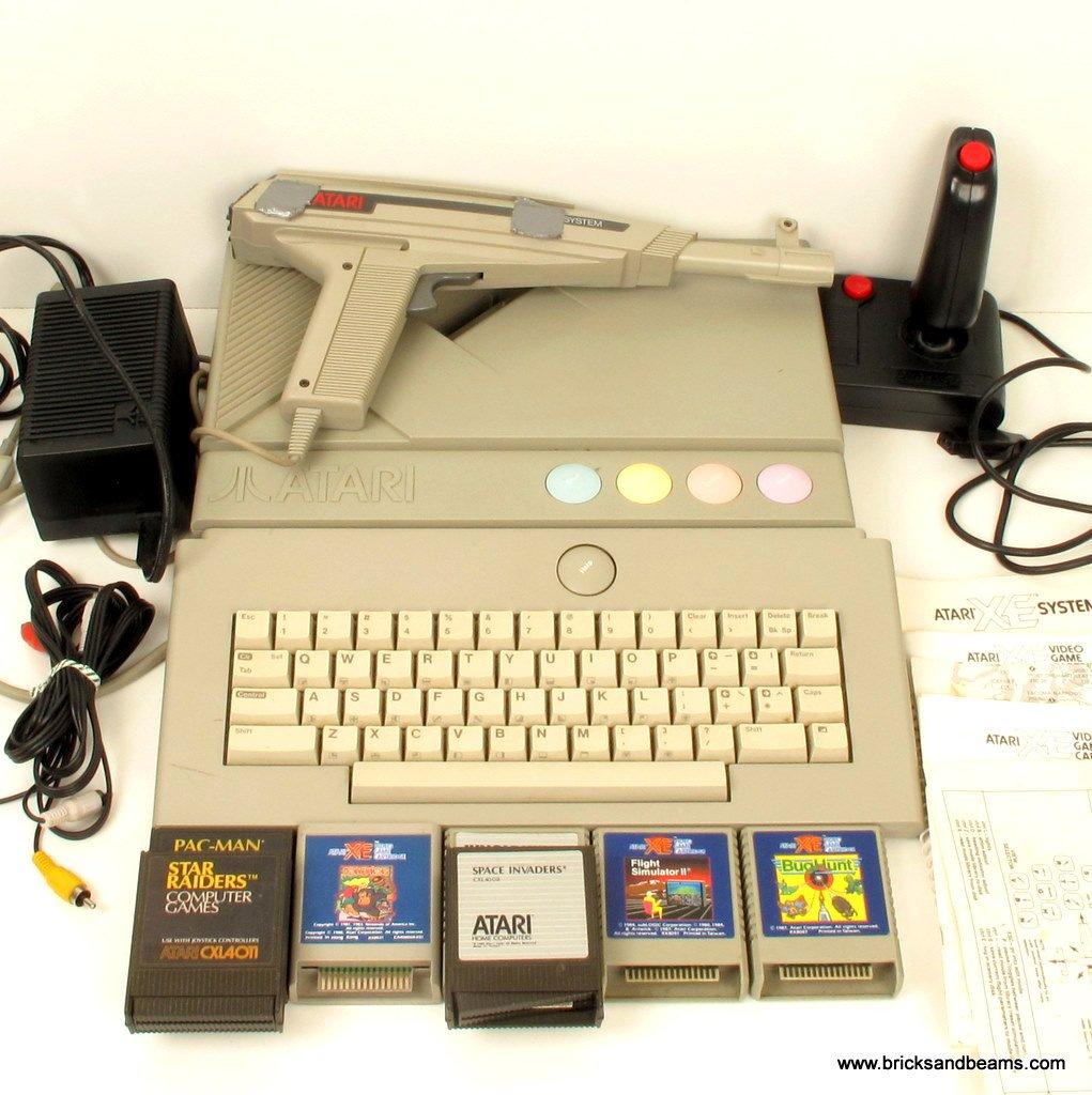 Atari XE Game System Console w 7 Games Joysticks Gun Keyboard RARE