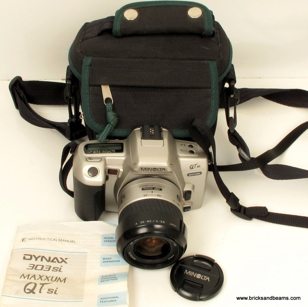 Minolta Maxxum QTsi QT si Autofocus 35mm SLR Film Camera with AF 35-80mm f 4-5.6 Zoom Lens Case
