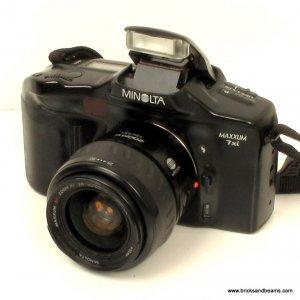 MINOLTA MAXXUM Dynax 7xi SLR Film Camera with AF ZOOM 28-80mm Minolta Lens