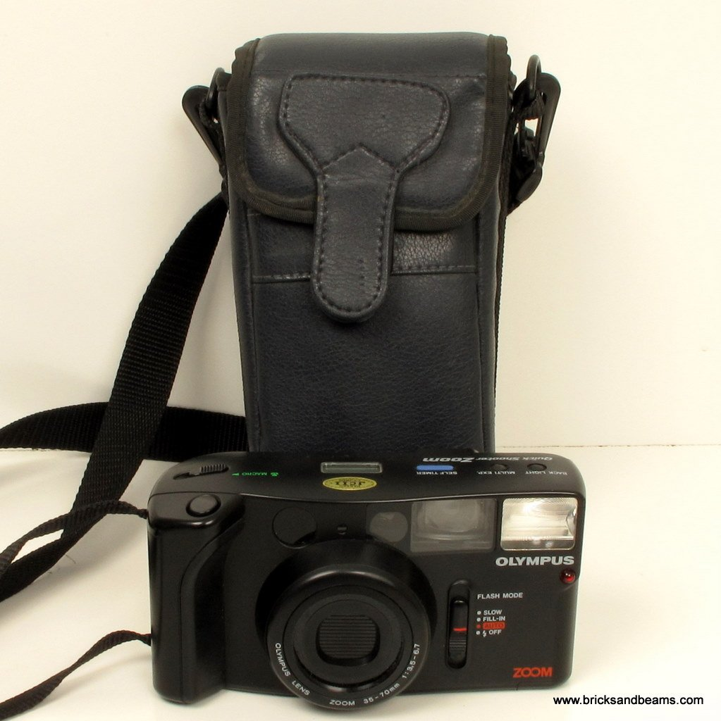 Olympus Quick Shooter Zoom 35-70mm 35mm FILM Camera 35mm w Case Manual