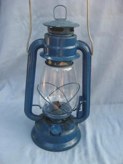 ANTIQUE KEROSONE LAMP